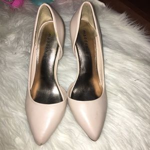 Pale pink/nude pumps